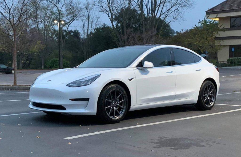 Flush wheels on white Model 3 with aero wheels, caps ...